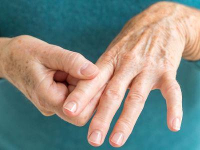 fájdalom és dudorok a kéz ízületeiben