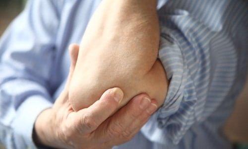 a kar meghosszabbításával a könyökízület fájdalma
