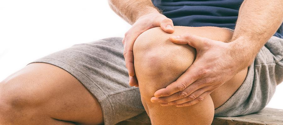 a láb kiegyenesítésekor a térdízület fájdalma van