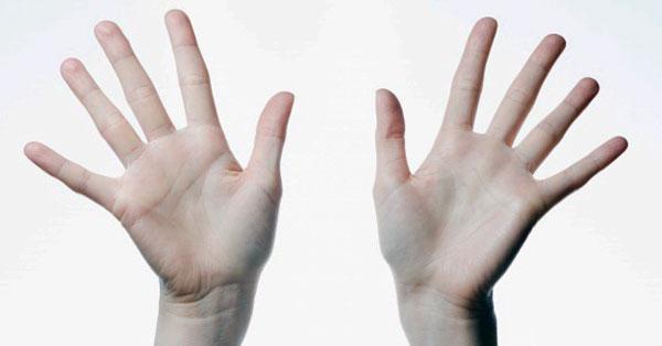 mindkét kéz gyűrűs ujjainak ízületei fájnak