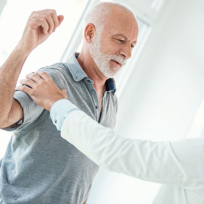 fájdalom a váll és a csípő izületeiben