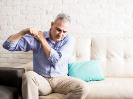 a kezére esett fáj az ízület zokni ízületi fájdalomra