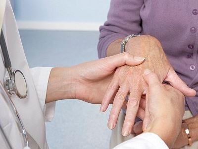 reumatikus ízületi betegségek hogyan lehet kezelni a kezén lévő gyulladt ízületet
