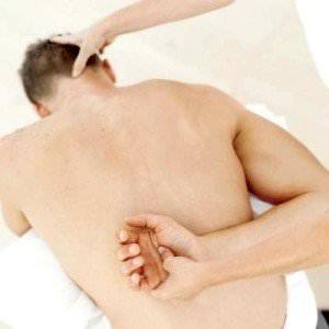 a karok és a lábak ízületei súlyosan fájnak