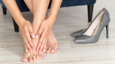 fájdalom a lábujjak ízületében járás közben