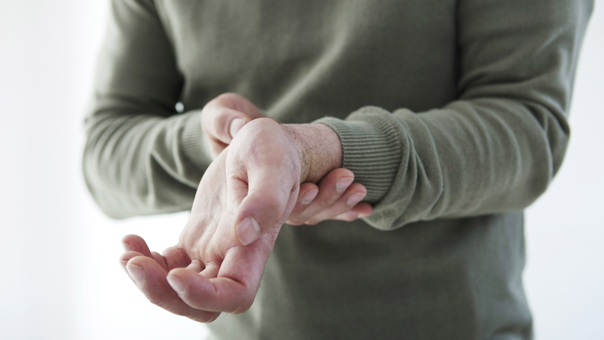 állandó kézfájás jelek, ha a csípőízület fáj