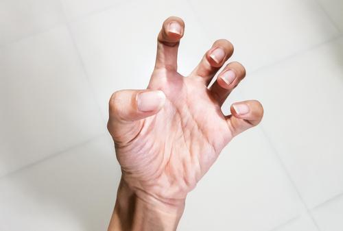 ízületi fájdalom az ujjból az egérből az ízületi gyulladás fáj a kezed