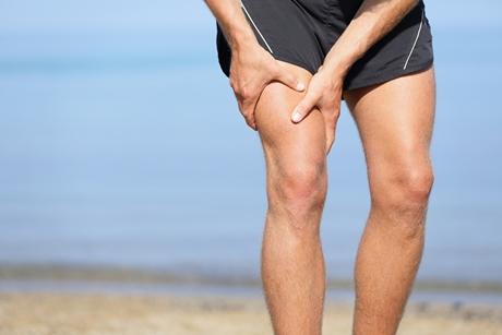 fájdalom, amely kiterjed a csípőízületre