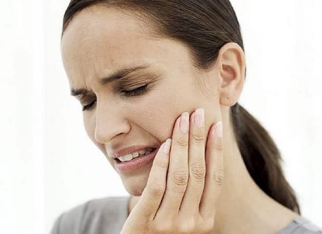 fájdalom a száj nyitásában az ízületben fájdalom esetén az ízületi só tömörítésében